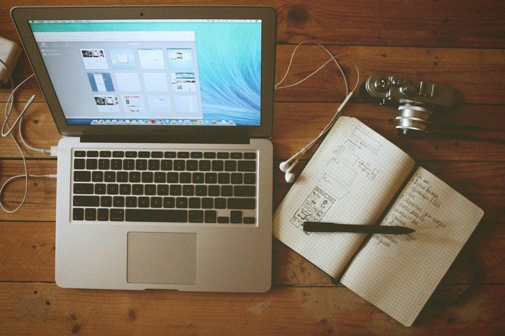 home office, workstation, macbook air-336581.jpg